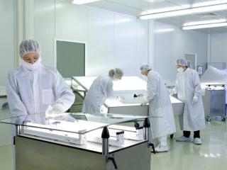 SGR Germany employees in a clean room